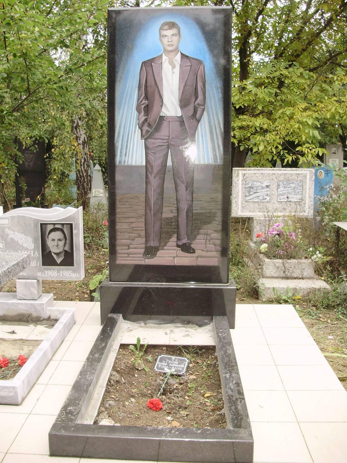 Памятник во весь рост цена памятники из гранита в виде креста в